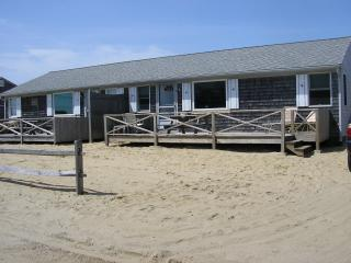 50 Yards to PRIVATE BEACH-Updated 3 Bdrm Cottages