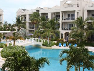 Gorgeous Modern Grace Bay Condo 2 Beds/2 Baths, Providenciales