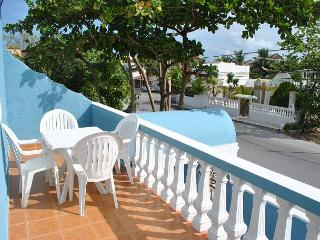 Bright, airy apartment, private balcony close to beach, 4 blks to town sqyare, Puerto Morelos