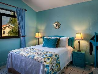 POPULAR APT/ HOME, WE BOOK UP 1-2 YEARS IN ADVANCE, POOL & HOT TUB, AIR CON., Puerto Morelos
