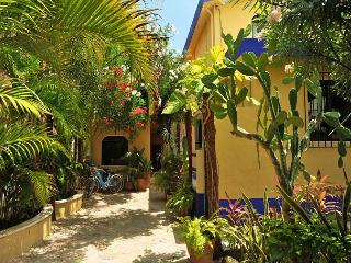 BOUTIQUE STUDIO, POPULAR ABBEY DEL SOL PROPERTY, POOL & HOT TUB., Puerto Morelos