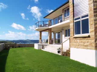 Two bedroom hilltop apartment in Whitianga, NZ