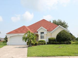 Spacious vacation home with private pool, flat screen TV and free Wi-Fi, Kissimmee