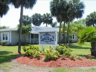 WOW-$395 a week n a beautiful Condo-Close to Beach, Fort Myers