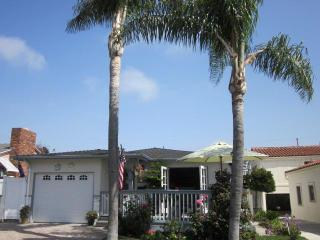 Hip Beach House - Perfect Location - 2 Night Minimum - Licensed - Owners Onsite