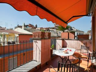 Quiet and bright apartment and beautiful balcony, Roma