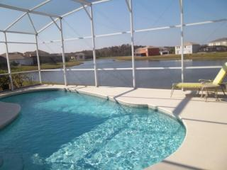 4BR Pool with Lake view, WiFi, BBQ, minutes to FUN
