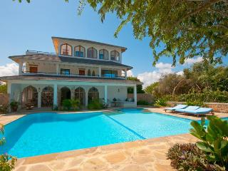 The Sugar House - 4 Bedroom Watamu Home with pool
