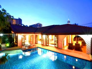 Best location villa offer direct access to beach, Pattaya
