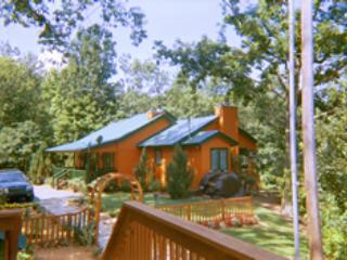 Ducks' Nest Mountain View Cottage with BIG jacuzzi, Ducktown