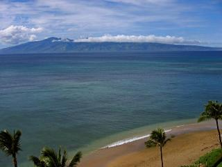 Beach Front Studio Condo with Awesome View!, Lahaina