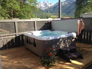 Relaxing Hot tub with view of Three Sisters