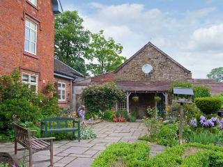 STABLE COTTAGE, stone-built cottage, king-size double room, roll-top bath, Church Stretton