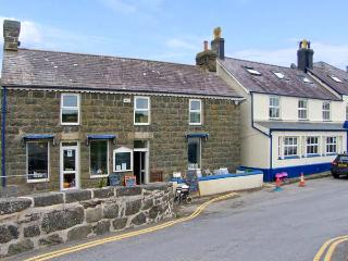 HEN BLAS, close to beach, close to amenities, apartment with woodburner, ideal year-round location in Aberdaron, Ref 16277