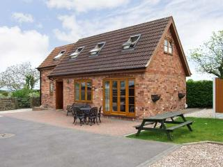 WHITEBORO LODGE, quality retreat, enclosed front lawn and patio, dog welcome, ne