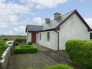 CAPACURRY LODGE, ground floor cottage with superb views, near golf and fishing i