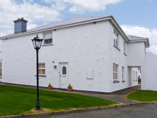 11 CASTLE GARDENS, all ground floor, open fire, en-suite, close to beach in St Helens Bay Golf Resort, Ref 8894, Kilrane