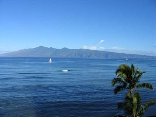 Beach front 1 bedroom  condo with Awesome views!, Lahaina