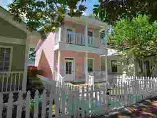 E. Park Ave – Charming Savannah Rental w/Full Kitchen, Premium Linens, & WiFi