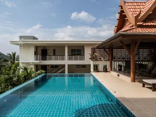 Kata View Villa - Luxury 4 Bed Private Pool Villa - Breakfast available