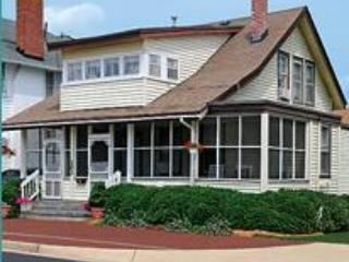 Cutty Sark Historic Beach Cottage Triplex 1, alquiler de vacaciones en Virginia Beach