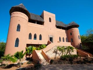 Dhow House Watamu - stylish Lamu-style 5 bed Villa