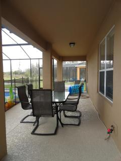 40 Foot Lanai with Table & Chairs!!!