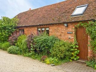 THE BOTHY, romantic retreat, open plan studio accommodation, woodburning stove, in Stratford-upon-Avon, Ref 8622