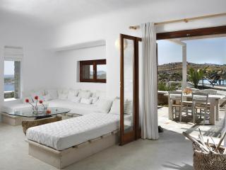 Villa with Sea View and sharing pool in Mykonos, Míkonos