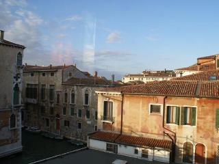 Spotless 3 Bedroom Apartment in Venice with views, Venise