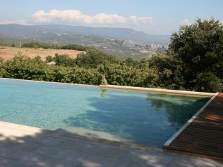 5 BR villa in heart of Provence with Pool & Tennis (off Gordes)