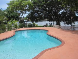 WATERFRONT 3bed/2bath Luxury Home,  HEATED POOL, Hollywood