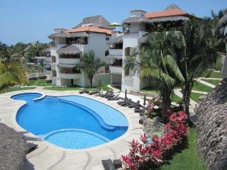 Super luminoso 2BR apt--playa 4 minutos--wow de una piscina, Sayulita