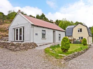 THE DISPENSARY, detached bungalow, en-suite bedroom, pet friendly, in Killeagh,