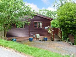 STRIDING EDGE, ground floor lodge on holiday park, decked terrace, lakeside loca