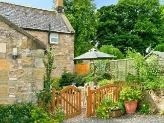 MILLER'S RETREAT, close to village pub, heart of village, garden, dogs welcome,