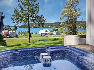 Cape Cod style home with Hot Tub and views Near Roche Harbor!, Friday Harbor