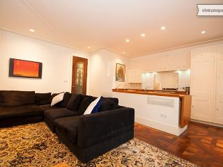 Star quality in Little Venice 2 bed apartment, Londen