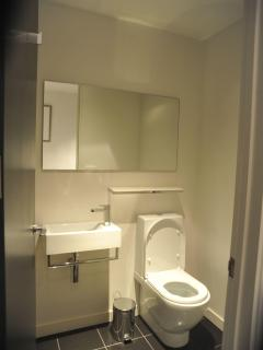 The ensuite toilet for bedroom 2