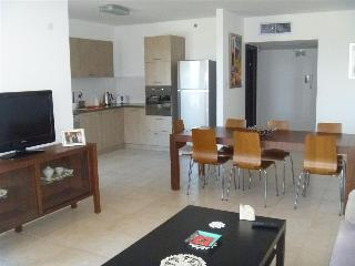 Beautiful 3 bedroom apartment, Ir Yamim, Netanya - EM02
