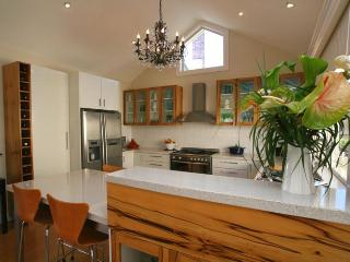 Topiary Haven Garden Apartment .. 5 mins from CBD, Launceston