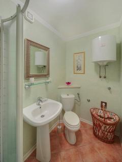 Apartment A4 bathroom