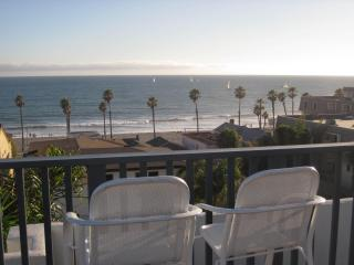 Newly Renovated 2 Bed 2 Bath Condo 1 Blk to Beach, Oceanside