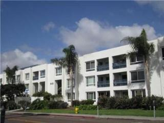 Newly Renovated 2 Bed 2 Bath Condo 1 Blk to Beach