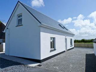 MOYASTA HOUSE next to coast, multi-fuel stove, peaceful location in Kilkee