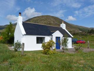 1A KYLERHEA, seaside location, woodburning stove, all ground floor, lovely views in Kylerhea, Ref 17274