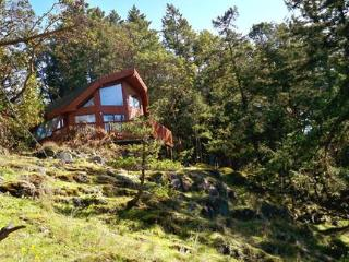 Daffodil Cove Cottage on the ocean, Salt Spring Island