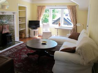 Beautiful Heritage home Suite, steps to downtown, Victoria