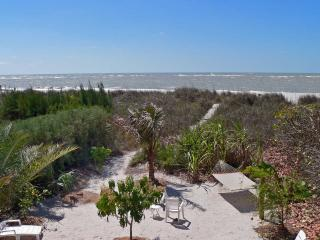 BEACHFRONT HOME 4BR/3BA**HEATED POOL&SPA*PETS OK