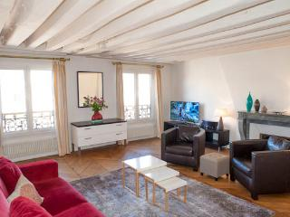 Rue Sainte-Anne. Splendid & calm 1 Bed, Le Louvre and the Opera, Paris